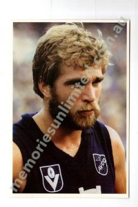#20 ROBERT CLOMP, CARLTON (1981 SCANLENS 'VFL FOOTBALL HEROES')